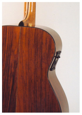 small-concert4b-Guitar-Luthier-LuthierDB-Image-18